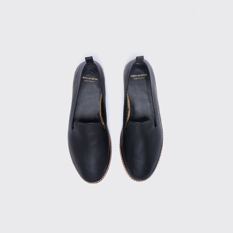 Black_leather_slippers_men_principal